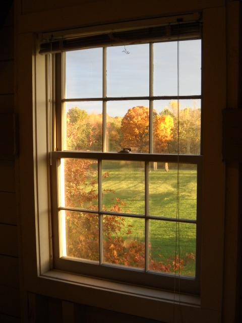 ומסתכל מהחלון